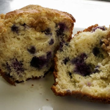 Blueberry pancake muffins with maple crumble