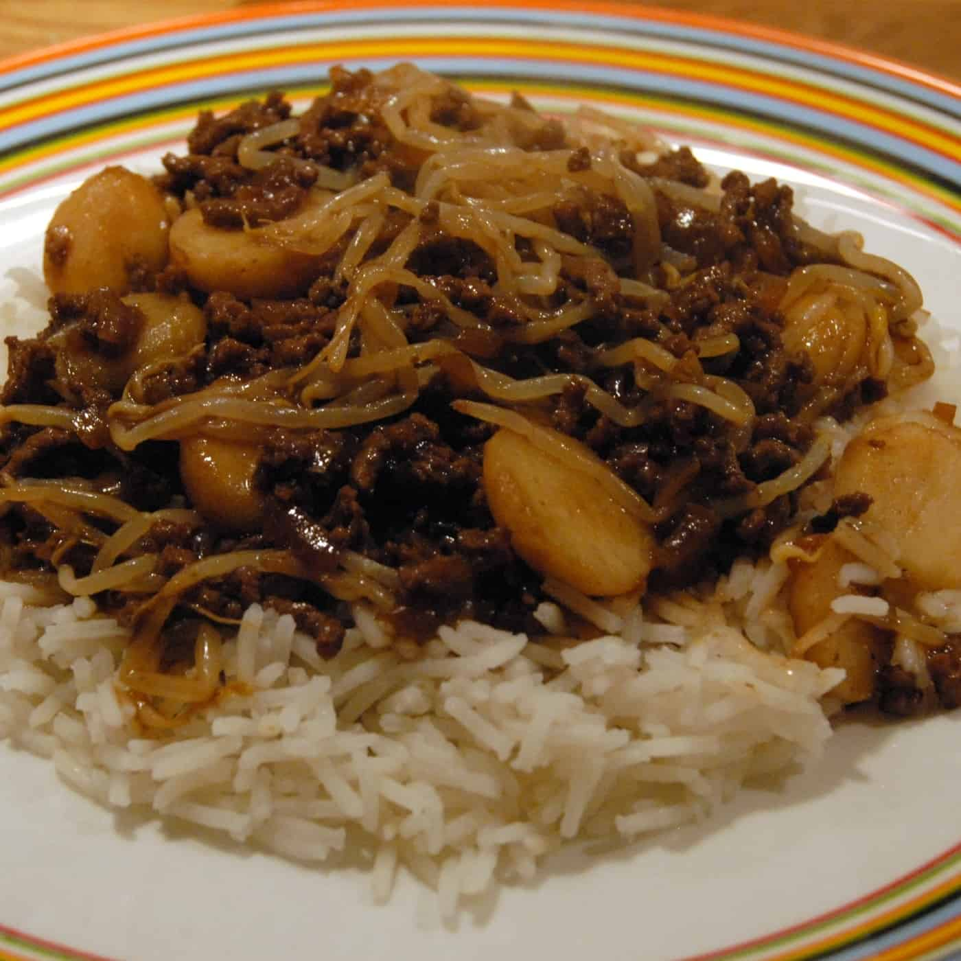 Beef chop suey serve with white rice